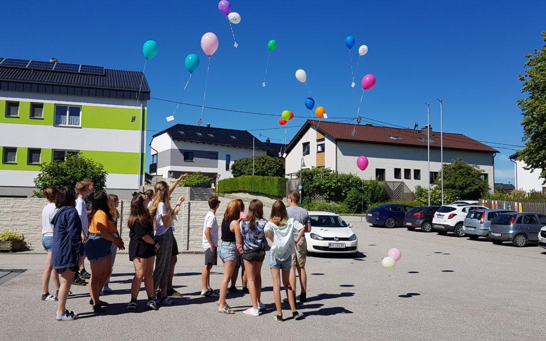 Luftballonstart der 4a Klasse
